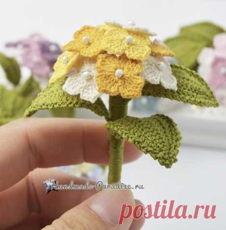 Цветочная брошь «Гортензия» крючком