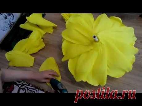 3 часть .МАСТЕР КЛАСС БЕСПЛАТНО .как я клею розу ростовые цветы из бумаги - YouTube