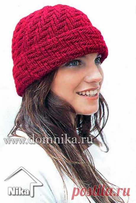 Зимняя вязаная шапка с отворотом. Двухсторонний узор спицами
