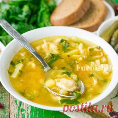 Суп с чесночными галушками и маринованными огурцами Готовим на обед легкий куриный суп с чесночными галушками и маринованными огурцами. Блюдо получается очень вкусным и питательным, но при этом достаточно легким.