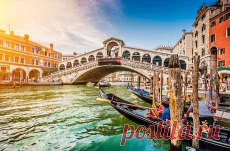 Штраф в размере €950 заплатили два немецкие туриста, которые решили сварить кофе в Венеции. Причина в том, что местом для варки кофе на походной плитке они выбрали ступени одной из самых посещаемых достопримечательностей Венеции