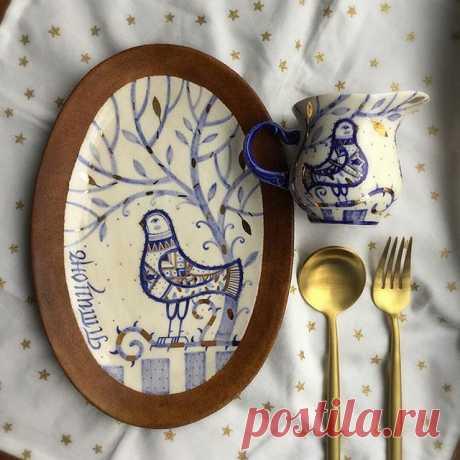 Эта парочка уже у своей хозяйки🙏🏻💙✨ #молочник#фарфор_квр#золото_квр#посударучнойработы#интерьер#ручнаяработа#графика#ручнаяроспись#керамика#еда#керамика_в_радость#мискаручнойработы#золото#искусство#сервировочнаядоска#блюдо#завтрак#фудфотограф  #art#handmade#pottery#dish#plate#homedecor#interiordesign#graphic#colors#ceramicsart#contemporaryart#modernart