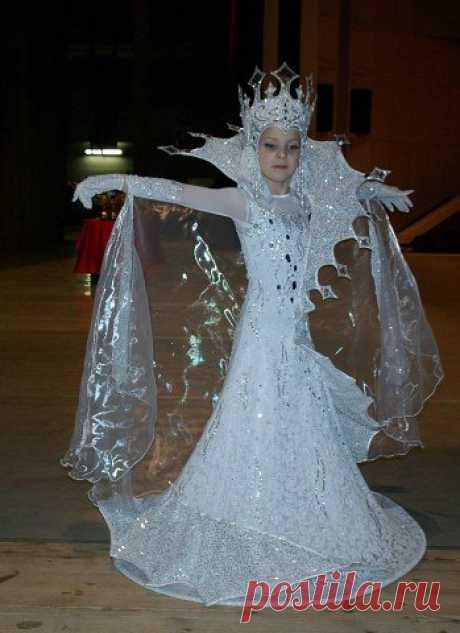 Сшила дочке костюм Снежной королевы Как вам образ?