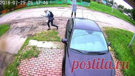 Подростки в Московской области разбили автомобиль стеклянными дверями(видео) . Тут забавно !!!