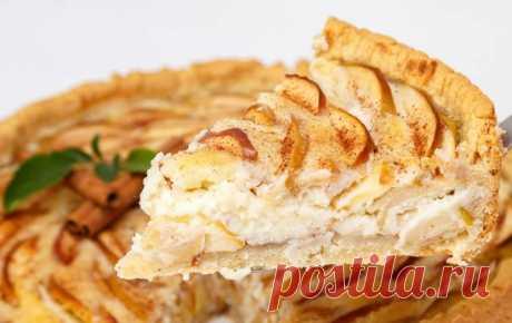 Этим пирогом угощали гостей в дворянских семьях. Действительно божественный вкус!   Каждая хозяйка должна научиться печь вкусный яблочный пирог. Существует множество вариаций этого лакомства. Мы хотим порадовать вас рецептом очень нежного яблочного пирога со сметанной заливкой, кот…