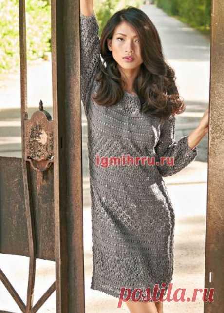 Прямое платье с ажурными узорами. Вязание спицами