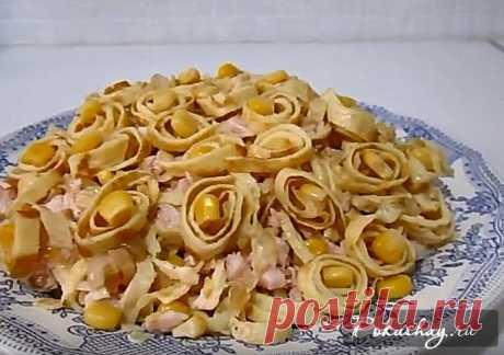 Рецепт блинного салата с копченой курицей Как приготовить салат с блинчиками и копченой курицей? Пошаговый рецепт с фото.