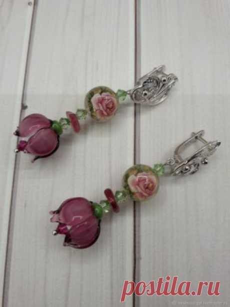 Delicate Flower earrings with lampwork and Tensha Beads | CozyElegantCrafts on ArtFire