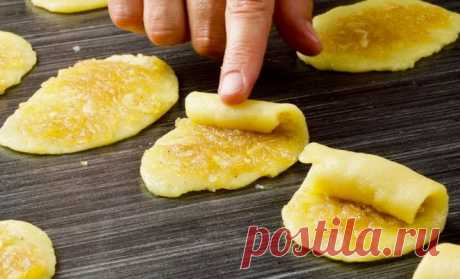 Яблочные трубочки на один укус: хрустят и съедаются по 30 штук за раз