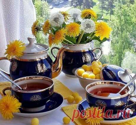 Чай… Чудодейственное средство от печалей и обид. Нужно взять две кружки – да не какие-нибудь, а самые любимые. Налить в кружки чай. Поставить обе кружки на старый блестящий поднос. Положить туда же пару конфеток,две ложки, два кусочка сдобной булочки. И достать из холодильника листики мяты и лимончик… И все печали становятся мельче, проще и как-то дальше. Жизнь сама собой налаживается за теплой беседой. А если еще и вместо люстры на кухне зажечь свечи, то и вовсе можно нач...