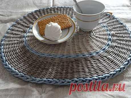 плетение сервировочных ковриков из бумажных трубочек