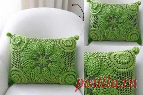 Яркие необычные декоративные подушки