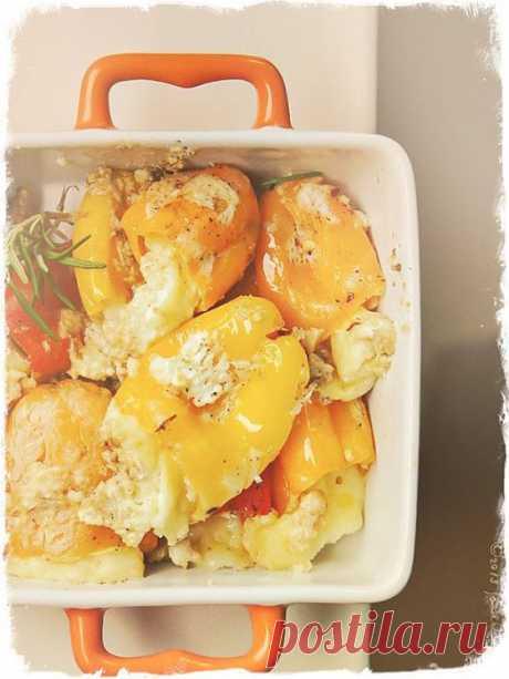 Перец, фаршированный сыром и чесноком.
