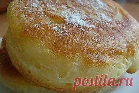 Пышные оладушки Рецепт-бомба! Оладушки получаются действительно очень пышные и воздушные) Рецепт: 1. 0,5 л кефира (можно любой-1% или жирный) нагреть, чтобы горячий был - это главное. 3. Добавим щепотку соли+ 2-3 ст.л. сахара(без верха)+1 яйцо и хорошо перемешать 4. добавить до 3 стаканов муки и венчиком хорошо вымесить до консистенции густой сметаны. 5. И 1 ч.л. соды без верха (по чуть-чуть всыпать) и хорошо перемешать венчиком. 6. Печь на разогретой сковородке.