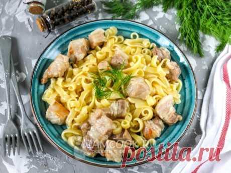 Свинина с макаронами на сковороде — рецепт с фото Невероятно вкусное и сытное блюдо из макарон и свинины довольно просто приготовить из минимума ингредиентов на завтрак, обед или ужин.