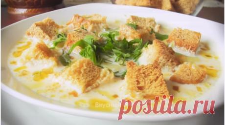 Сырный суп — одна из разновидностей первых блюд.  Готовится, как правило,  просто и быстро, но не смотря на это, получается очень аппетитным. Сырный компонент добавляет супу изысканности, а приятный аромат никого не оставляет равнодушным.