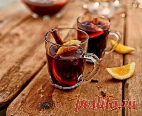 El vino tinto caliente con especias no alcohólico