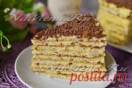 """Торт """"Минутка"""" Торт для тех, у кого нет духовки. Прямо скажем, отличный торт на вкус. Втроем мы его съели за 1,5 суток :) Состав без изысков, но результат вполне достойный. В детстве я очень любила этот торт, но вспомнила о нем не больше года назад. Ну а теперь и вам покажу. Рецепт на сайте: https://namenu.ru/6408/Tort_na_skovorode_so_sguwenkoj/"""