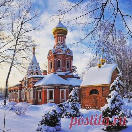 Знаменский храм. Внутри совершенно особенная атмосфера.  Фото @_dochka_polkovnika