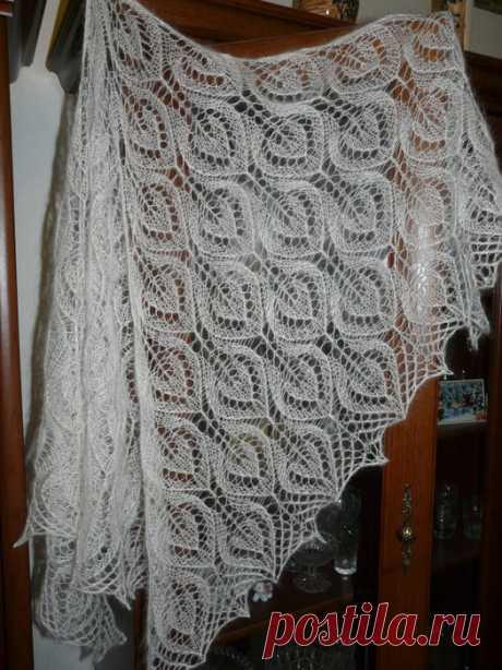Ажурная шаль спицами - схема и описание