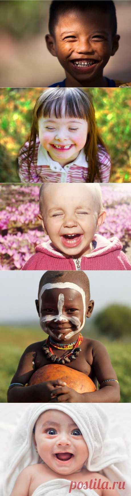 42 счастливых ребенка по всему миру .