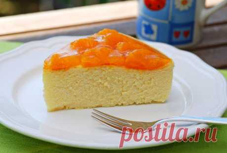 Cheesecake with tangerines.