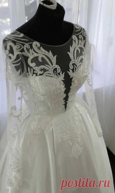 """Девочки наши, настоящие и будущие невесты,  наш салон предлагает вам платья европейского уровня, с учетом всех мировых тенденций по ооооочень приемлимым ценам ! Кроме того, на базе наших коллекций вы можете проявить свою ИНДИВИДУАЛЬНОСТЬ и """"собрать"""" из понравившихся деталей платье  своей мечты ! Срок исполнения 2,5 - 3 недели!!! Да, да! Так быстро!   Будьте уверены: у нас ЭКСКЛЮЗИВ, потому что наша фантазия тоже воплощается в наших коллекциях на фабрике с мировым именем BE..."""