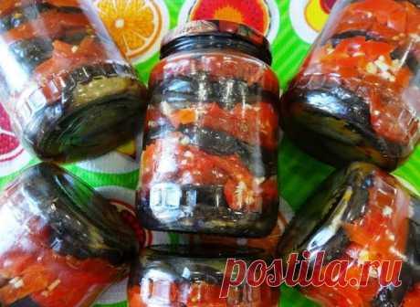 Зимняя закуска! Баклажаны, перец и томаты с чесноком в масле на зиму Очень вкусная закуска! Пальчики оближешь! Ингредиенты: Баклажаны 3 кг. чистый чес Помидоры 1,5 кг. Перец болгарский 1,5 кг. Чеснок 3 головки Соль 25 гр. Масло растительное 1200 мл. Приготовление: Все овощи хорошо обжарить. Уксус не добавлять. Стерилизовать банки с баклажанами на плите 45 мин. Укутать и оставить до утра. Чеснок по вкусу. Подробное приготовление закуски …