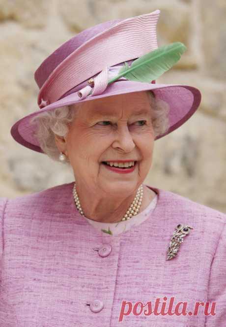 """""""В женщине без шляпки есть нечто незавершённое…"""" Лучшие шляпки королевы Великобритании Елизаветы ."""