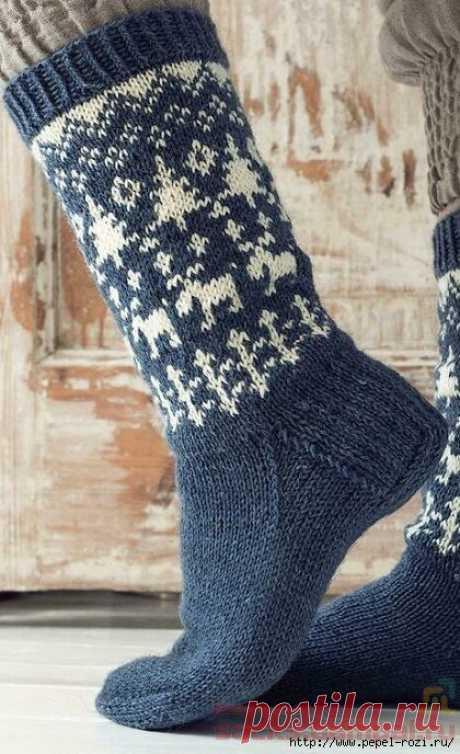 Новогодние дизайнерские носочки «Прогулка в лес» - как связать спицами