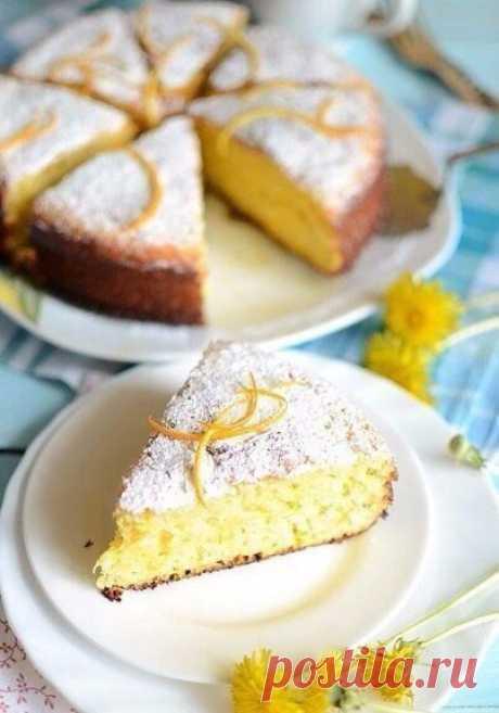 Апельсиновый манник  Простейший и вкуснейший пирог. Просто идеален для тех, кто считает калории, потому как содержание жира в нём минимально. Самый жирный продукт, который входит в состав – это кефир. А жирность кефира подобрать совсем не составляет труда, хоть 0%.  Ингредиенты:  1 стакан кефира любой жирности; 1 стакан манной крупы; 1 стакан сахара; 2 яйца; один небольшой апельсин; 3 столовых ложки пшеничной муки; 1 столовая ложка разрыхлителя для теста; соль, кардамон, с...