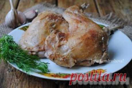 Кролик, тушеный в сметане с чесноком Сегодня хочу рассказать, как вкусно приготовить тушеного кролика в сметане с чесноком. Блюдо готовится очень просто, а мясо получается нежным, сочным, со сливочным вкусом. Такое мясо прекрасно сочетается с любым гарниром...