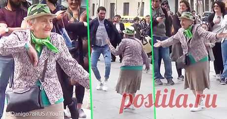 Более миллиона просмотров и море позитива: бабушка «заразила» прохожих своим задорным танцем . Милая Я