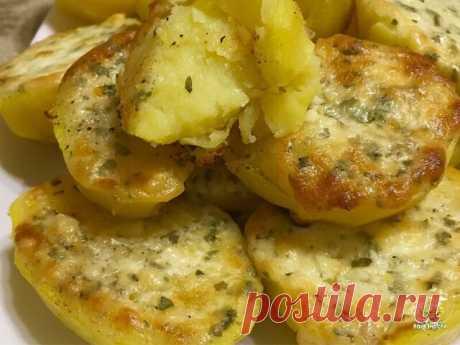 """Подала гостям на горячее этот """"Праздничный картофель"""". Такого восторга я не видела давно.  Картошка была такой вкусной, что съели ее за раз и всем очень хотелось добавки."""