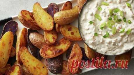 👌 Аппетитная запечённая картошка с луковым соусом, рецепты с фото Сегодня мы приготовим удивительно вкусную картошку в духовке, используя только самые простые и привычные продукты. Кроме того, мы подадим луковый соус на основе сметаны и майонеза,...