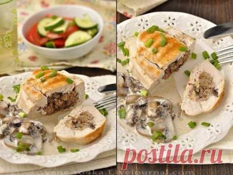 Как приготовить куриные грудки фаршированные гречкой и шампиньонами, тушенные в сливочно-грибном соусе - рецепт, ингредиенты и фотографии