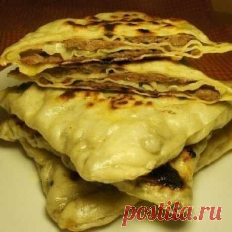 The Chinese flat cakes with meat - madly tasty and juicy