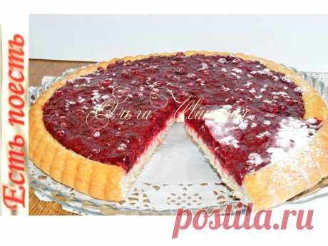 Готовлю за 25 минут бисквитный пирог с ягодами. Помимо того, что пирог  быстро готовится, он ещё и очень вкусный. На тонком нежном бисквите щедрое количество ягодной начинки. Пирог можно испечь в обычной разъёмной форме и выложить начинку сверху.