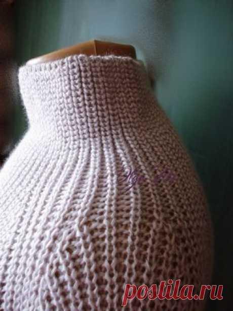 Комфортный свитер светло-сиреневого цвета. Спицы.