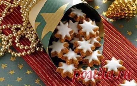 Хрустящее новогоднее печенье Ингредиенты:  300 г муки100 г сахара1 яйцо200 г холодного масла, порезанного на кусочкиПриготовление:1. Просеять муку в миску или в кухонный комбайн. Добавить сахар, яйцо и масло. Перемешать очень хорошо с помощью большой ложки или на большой скорости в...