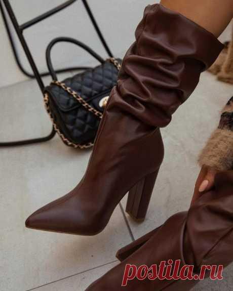 Стильная обувь на каблуке осень-зима 2020-2021 Не секрет, что именно от обуви очень многое зависит в женском стиле, вкусе. На дворе уже царит осень, поэтому необходимо уже переобуваться в осеннюю и зимнюю обувь. Многие модницы задаются вопросом, к...