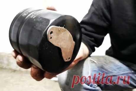 Стоит ли устанавливать магнит на масляный фильтр  Решил проверить необходимость установки магнита на масляном фильтре. Для этого выбрал неодимовый, от жесткого диска – он достаточно мощный и если что-то металлическое в системе смазки попадет в магнитное поле, то будет надежно в нем удерживаться все время. При очередной замене прикрепил его на торец фильтрующего элемента.