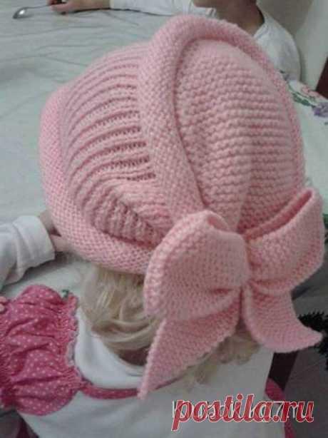 Оригинальная шапочка спицами для девочек