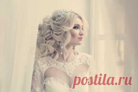 Как выбрать правильную свадебную прическу - Женская доля Свадебной причёске невесты уделяется особое внимание, так как правильно подобранный образ способен п