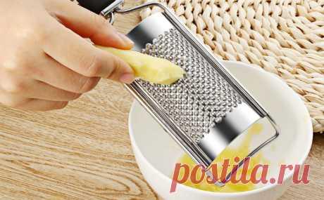 Смазываем терку маслом: еда скользит лучше и не прилипает Многие хозяйки знают, как сложно бывает просто натереть на терке овощи или сыр — все прилипает к решетке, а на выходе получается однородная слипающаяся масса. Решим эту проблему раз и навсегда:...