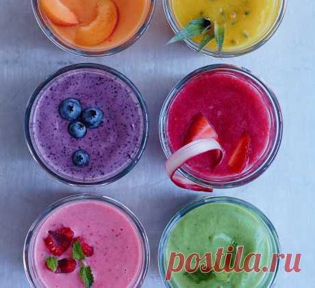 20 рецептов вкуснейших и полезнейших смузи Смузи – вкуснейший напиток, полезный как для здоровья, так и для фигуры. Для его приготовления могут использоваться различные ингредиенты: фрукты, ягоды, молоко, сок, йогурт и т.д. Предлагаем вам 20 рецептов смузи, из которых вы сможете выбрать свой любимый напиток