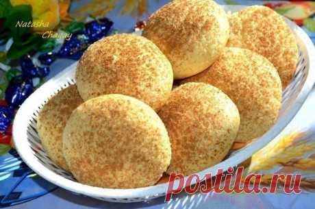 Песочное печенье - вкусное, сладкое, рассыпчатое. Неповторимый аромат корицы будет обитать в вашей квартире, пока печется это печенье.  Для приготовления нам понадобится: масло сливочное или маргарин 100 г сахар 150 г (+на посыпку) ванилин 1/4 ч л желток 6 шт мука 350 г разрыхлитель 1 ч л корица.  Масло чуть подтопить в микроволновке (не до жидкого состояния). Взбить с сахаром и ванилином венчиком. Добавить желтки, перетереть. Просеять муку с разрыхлителем в тесто постепен...