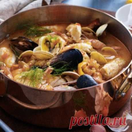 Bouillabaisse: the soup of the French fishermen which became a dish of high kitchen