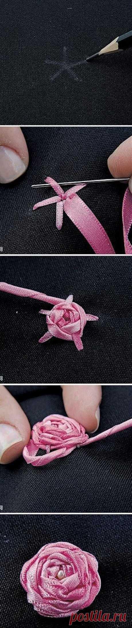 Как делаются розы из ленточек / Для детей /