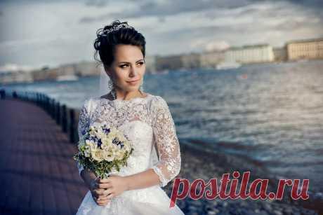 Свадебный образ для Камиллы прическа, макияж и тиара от стилиста и дизайнера Анны Ефимовой.